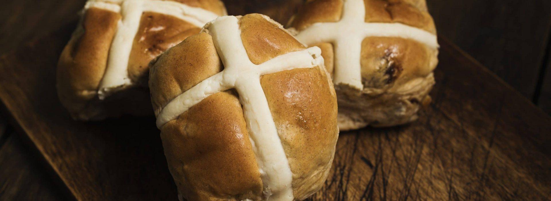 Dessert Advisor Hot Cross Buns for Easter 1 scaled